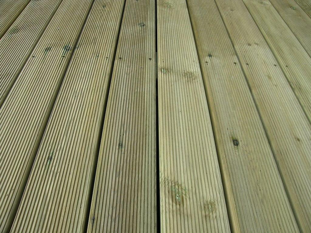 10 pavimento pino trattao autoclave con fresata - Madera tratada para exterior ...