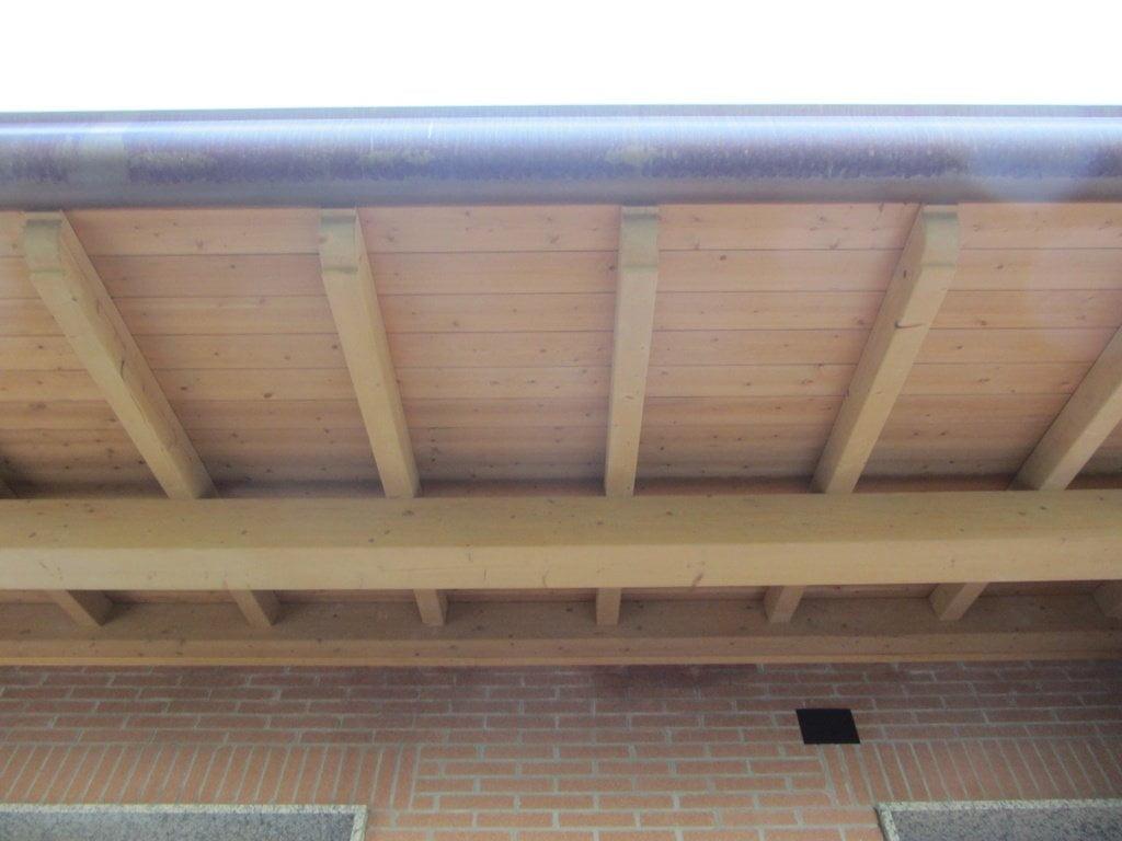 Travi in legno d 39 abete lavorati a misura per realizzazione - Tettoie in legno per esterno ...