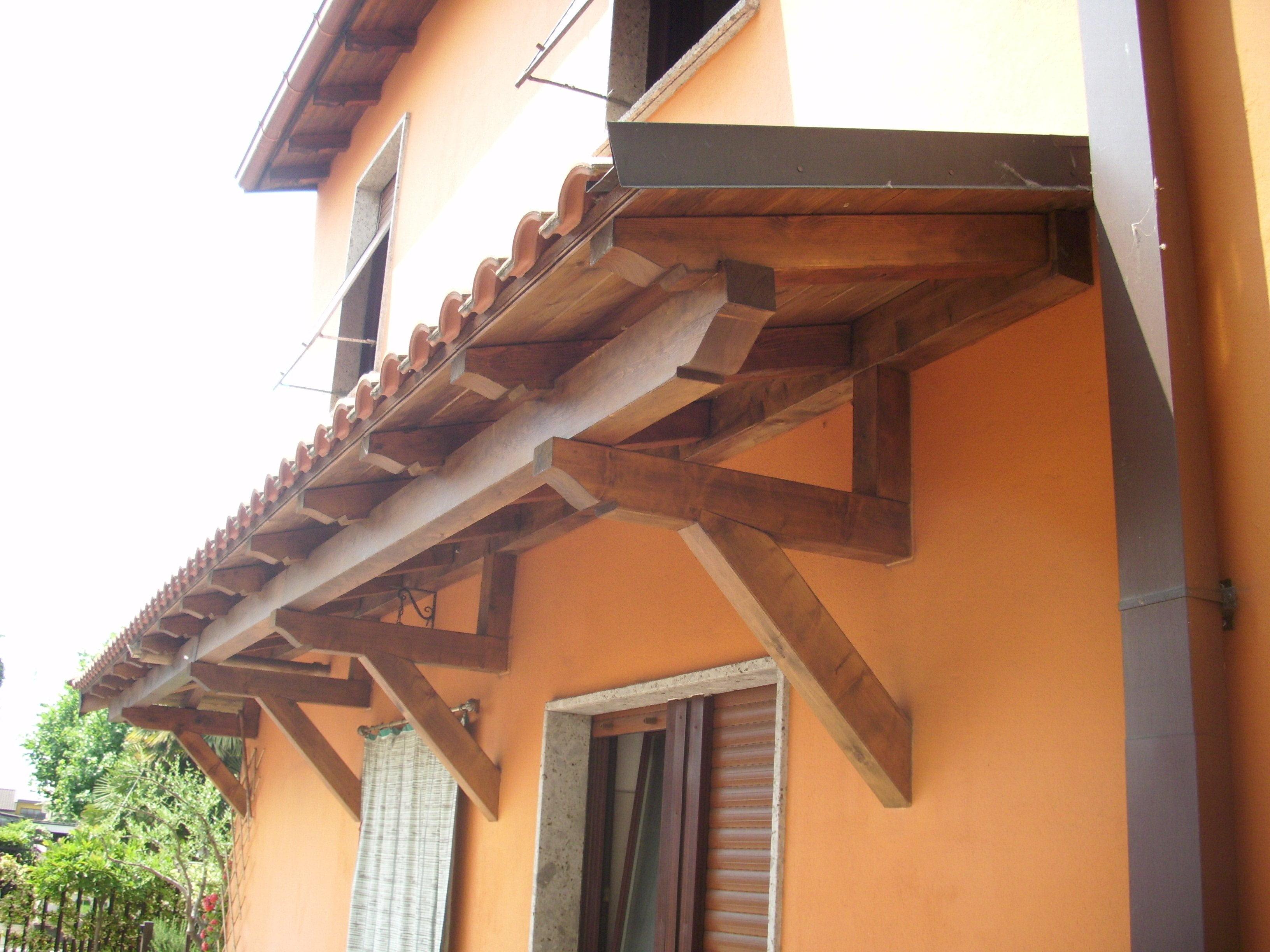 Pensilina in legno impregnato per proteggere porte - Tettoie per finestre ...