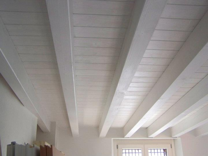 Solaio in legno bianco