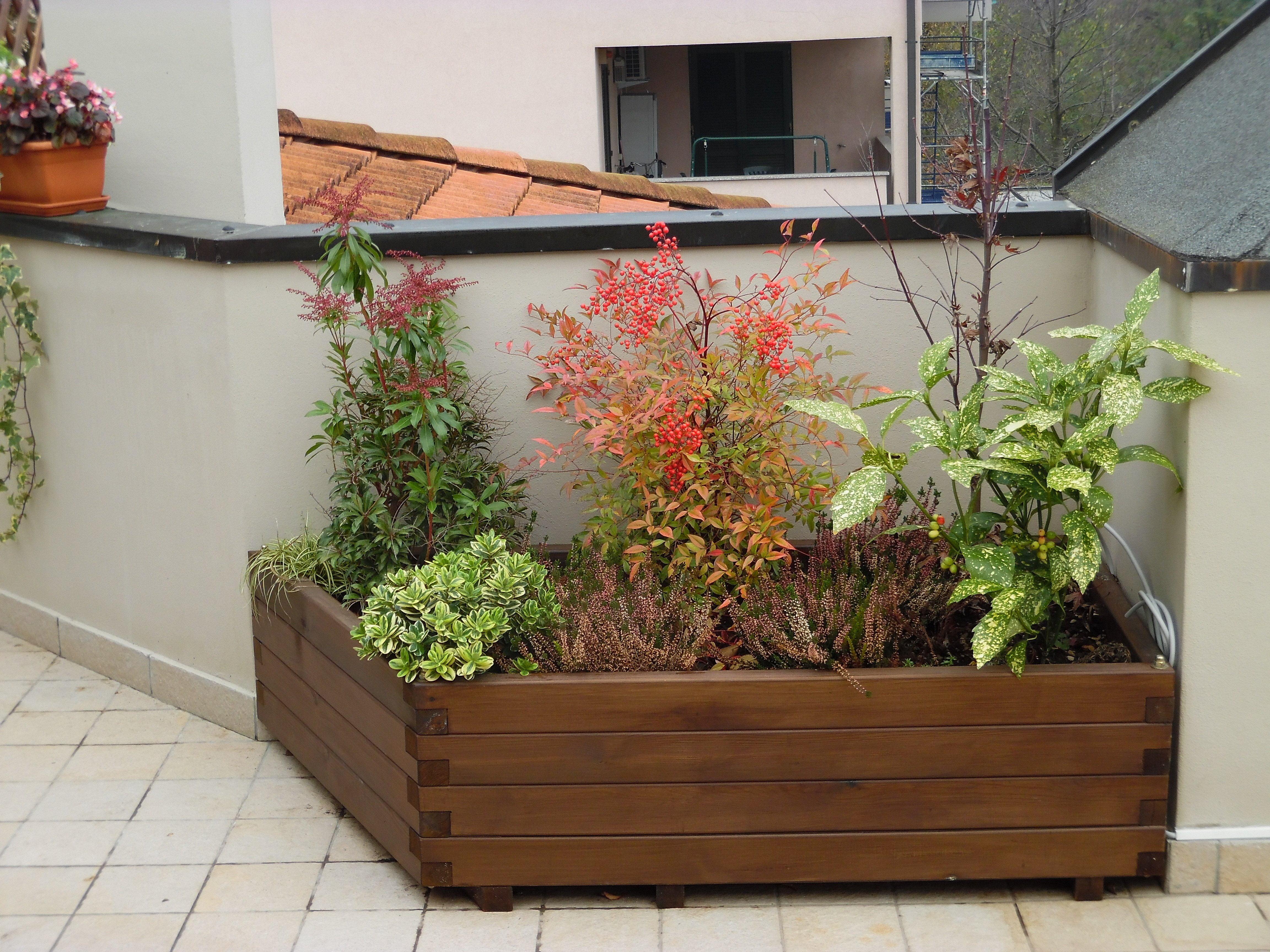 Griglie in legno e fioriere di grandi dimensioni in legno for Divisori giardino
