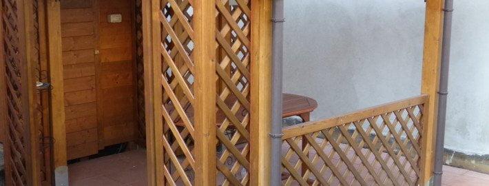 Grigliati e travi per portico in legno a Monza e Brianza