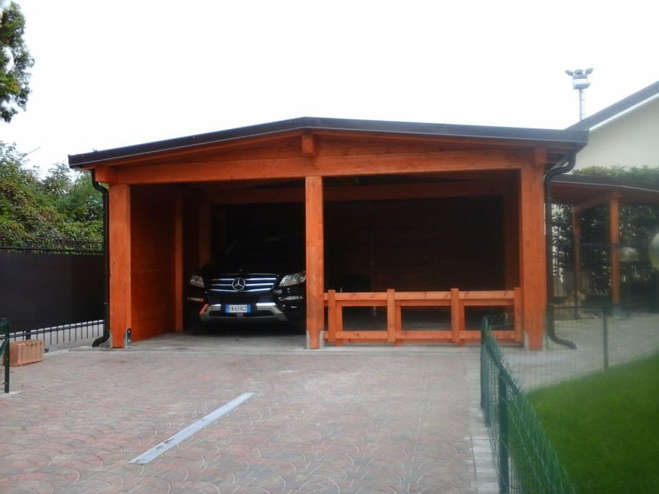 Alcune soluzioni di strutture in legno per esterno for Ampio garage per auto