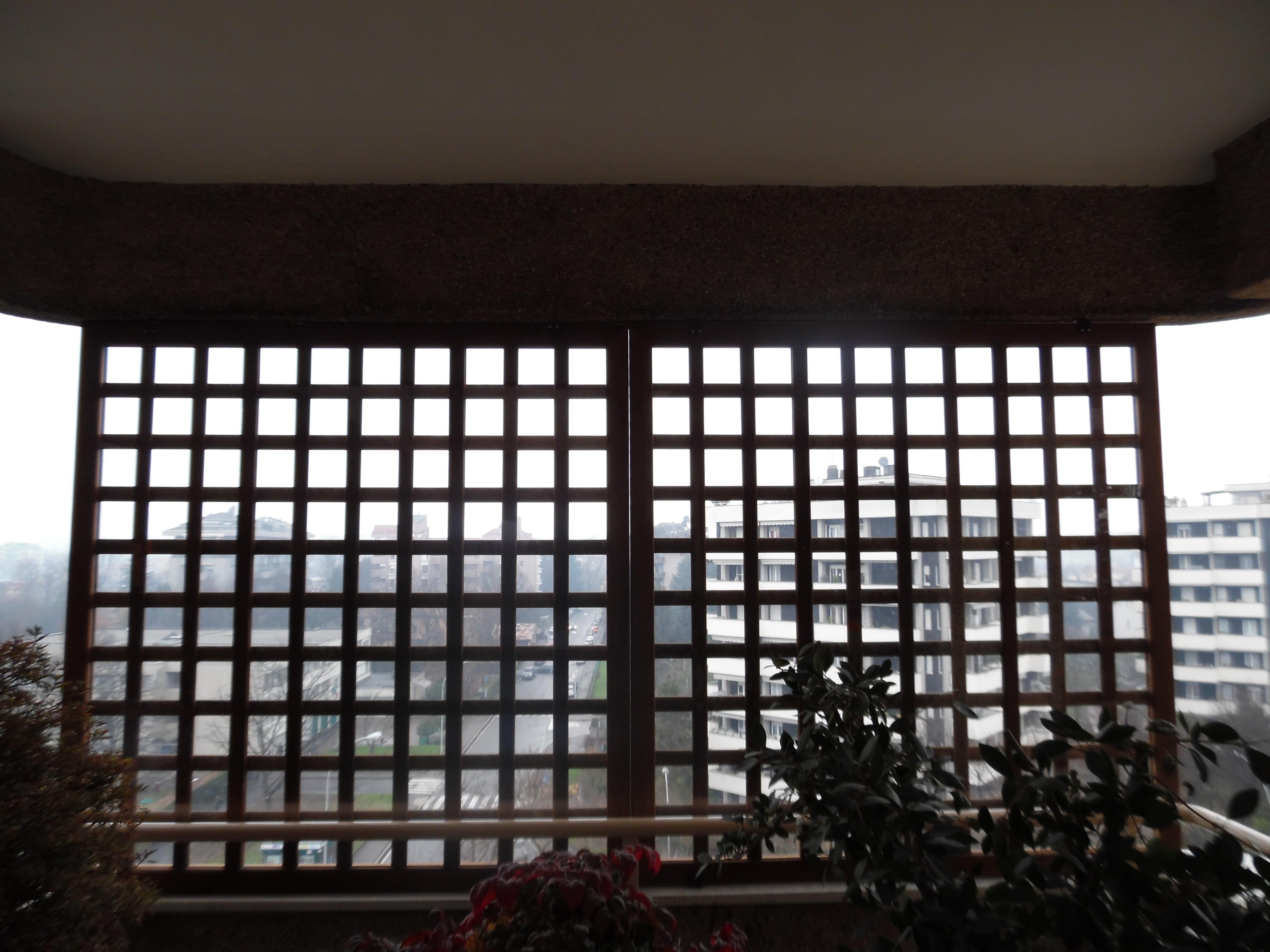 Grigliati in legno per esterno con policarbonato for Divanetto in legno per esterno