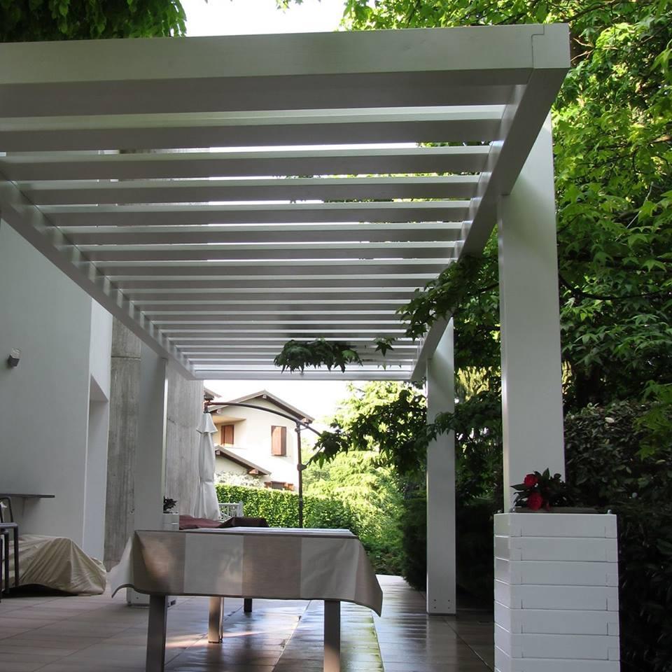 Alcune soluzioni di strutture in legno per esterno for Divanetto in legno per esterno
