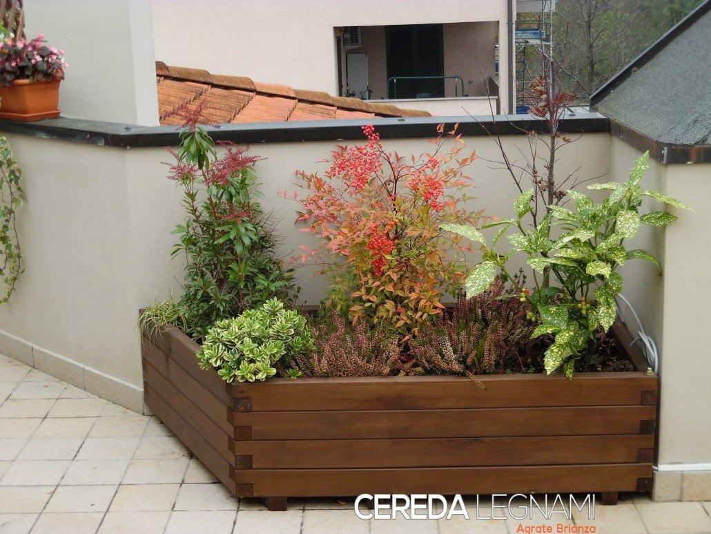 fioriere e grigliati in legno per esterno