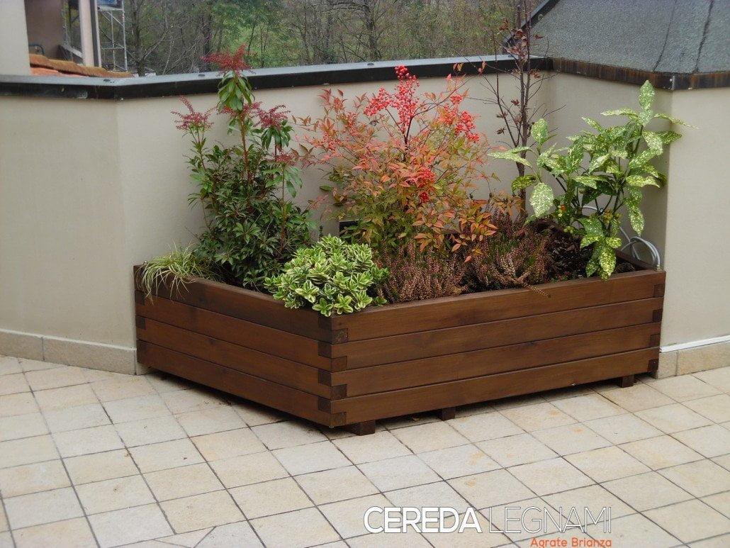 Fioriere legno milano for Divanetto in legno per esterno