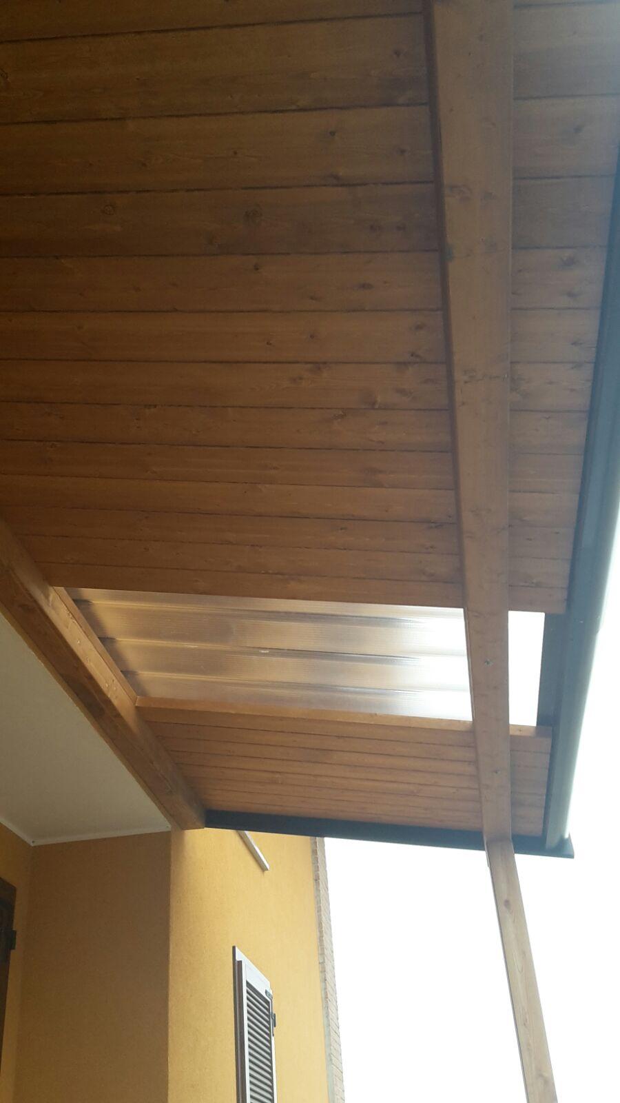 Tettoia addossata con lucernario cereda legnami agrate for Costruire una tettoia addossata