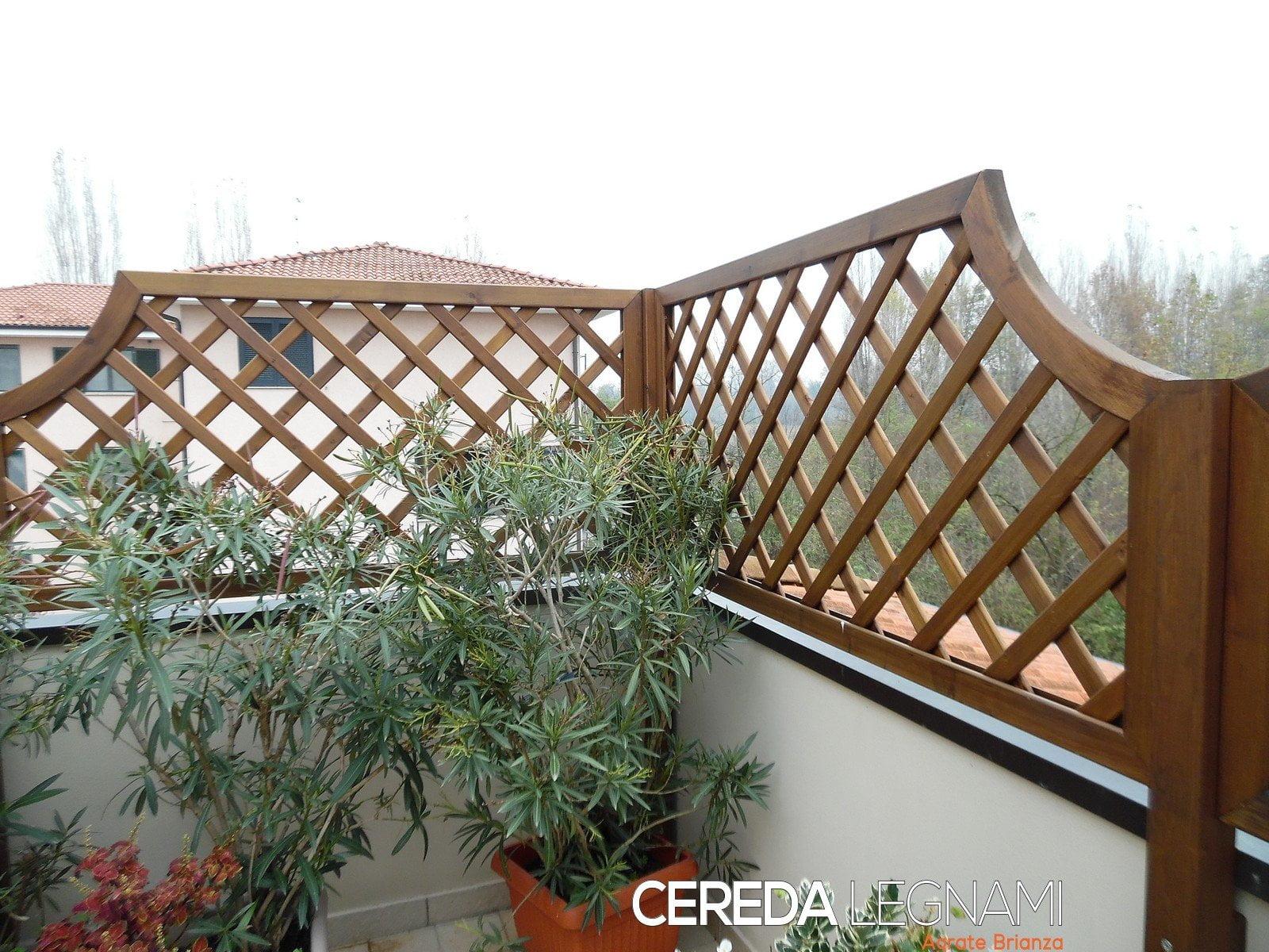 Divisori in legno per giardini e terrazzi cereda legnami for Divisori da giardino