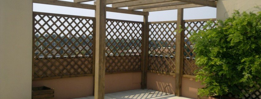Pannelli grigliati legno per terrazzi