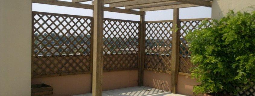 Grigliati in legno per terrazzi cereda legnami agrate for Divisori per terrazzi