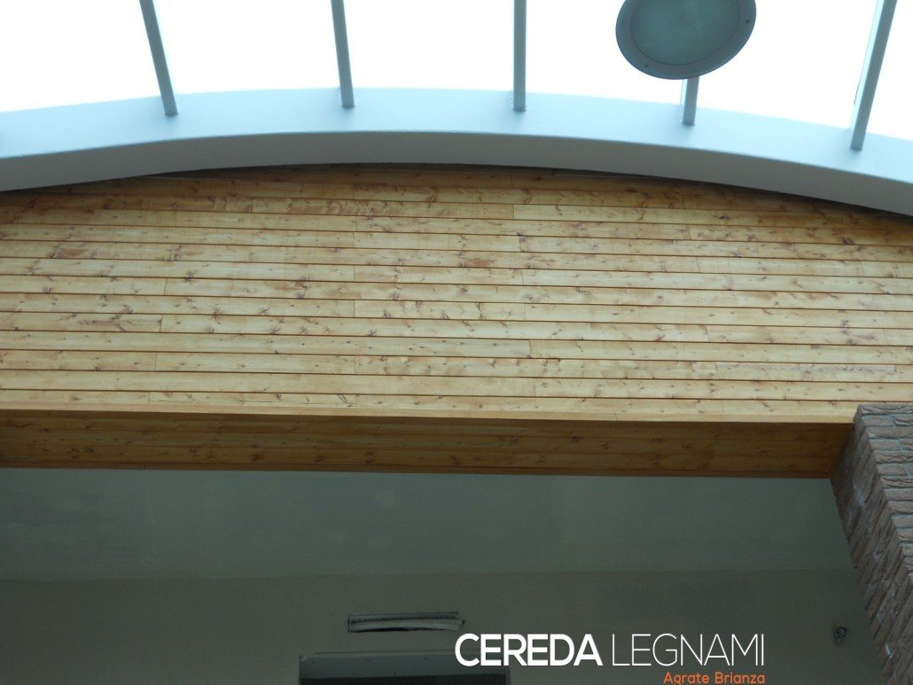 Perline in legno di abete per rivestimento interno. Sistema per rivestire parete interno in legno