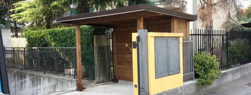 tettoia in legno lamellare o masiccio per coprire moto , scooter , motorini e biciclette