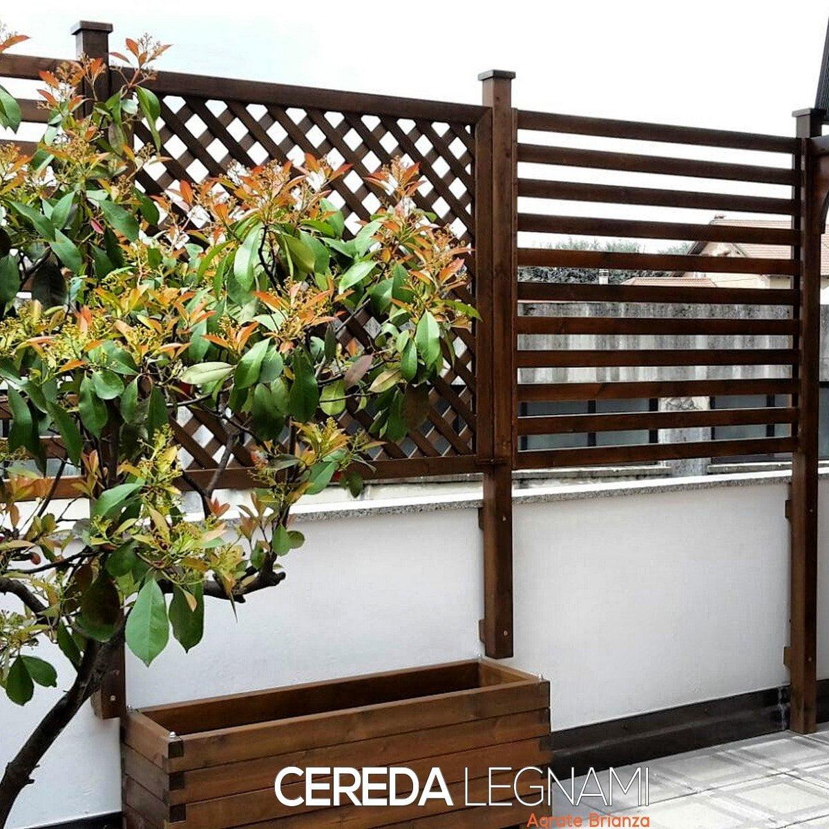Grigliati di legno adatti epr dividere spazi, preservare privacy, coprire vista dai vicini. Legno di pino per esterno.