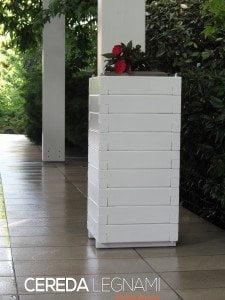 Sistema per sostenere pali e/o pilastri dove non sia possibile forare il pavimento. Fioriere su misura.