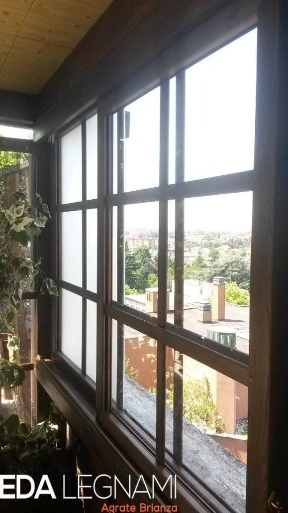 Grigliati in legno scorrevoli per affacci su balconi e terrazzi.