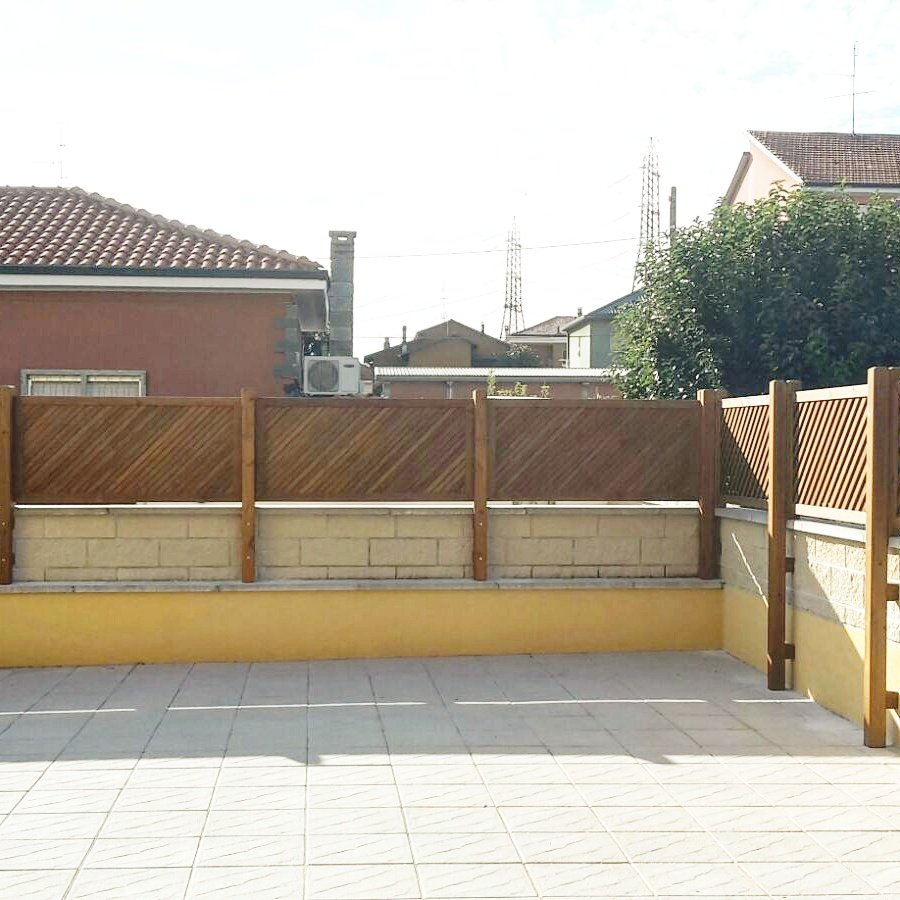 Principali utilizzi dei grigliati in legno per esterno for Divisori per terrazzi