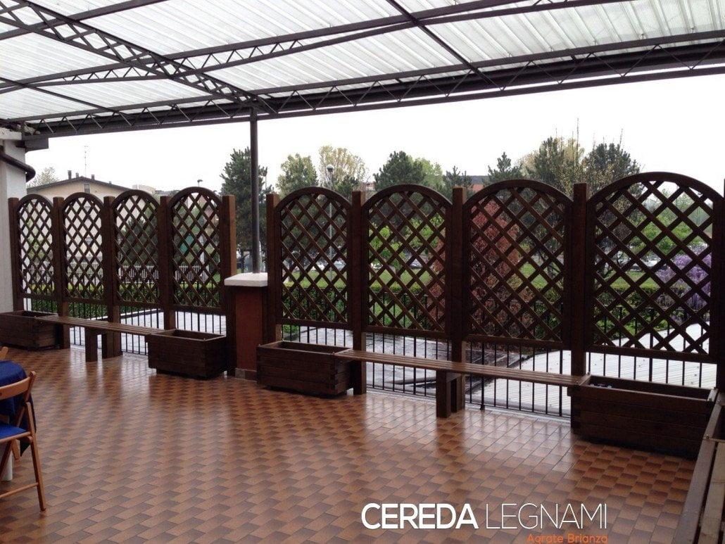 Griglie in legno epr esterno ideali per balconi e terrazzi al fine di evitare cadute animali e proteggerli dai pericoli