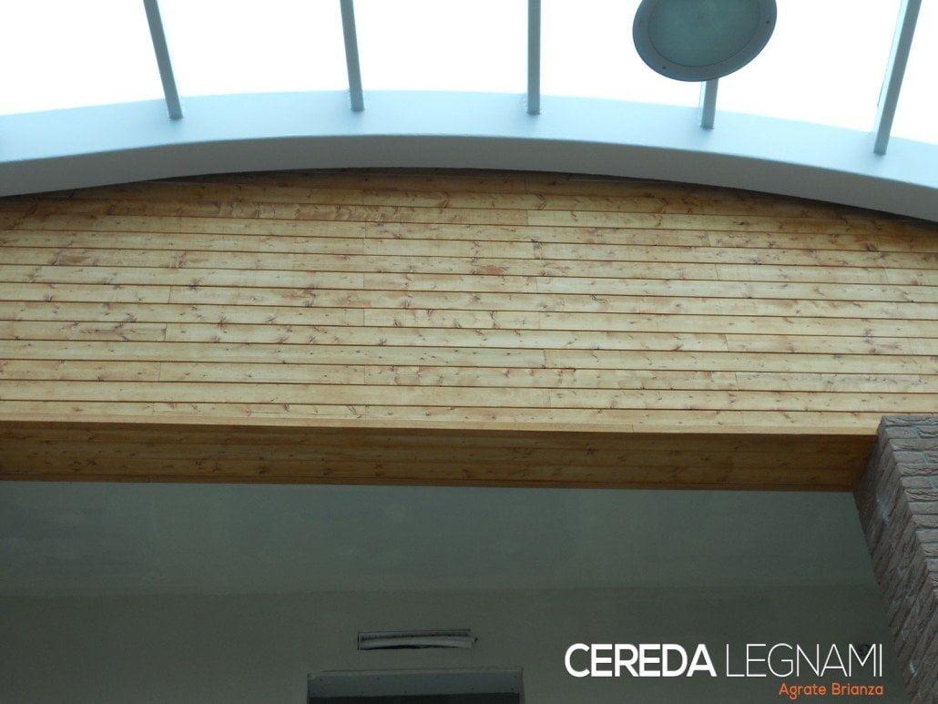 Rivestimento perlinato in legno con possibilità di impregnatura , verniciatura e spazzolatura . Perline decapate