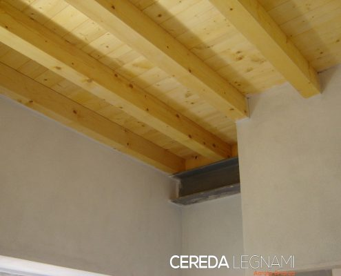 Soppalchi in legno biondo su misura a Milano