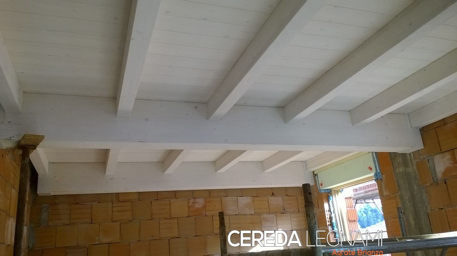 Cantiere con soppalco in legno su misura a Monza e Brianza