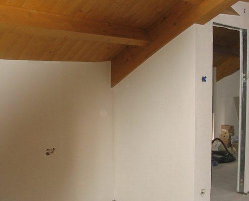 Struttura a botte per tetto in legno posato in provincia di Monza Brianza