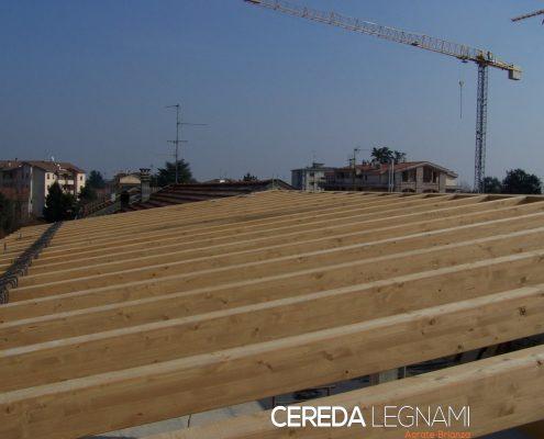Installazione telaio tetto in legno