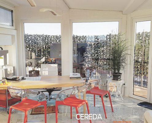 Vista di interno di una nostra veranda in legno realizzata al nono piano