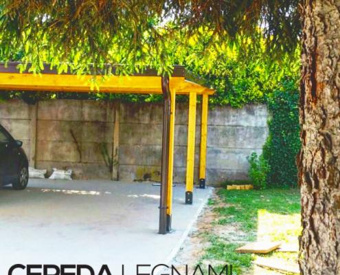 Copertura in legno per auto realizzata da Cereda Legnami