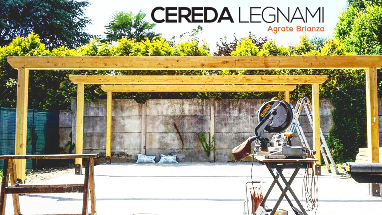Realizzazione di coperture in legno per auto su misura di Cereda Legnami