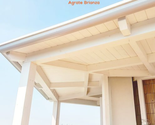 veranda in legno lamellare bianco