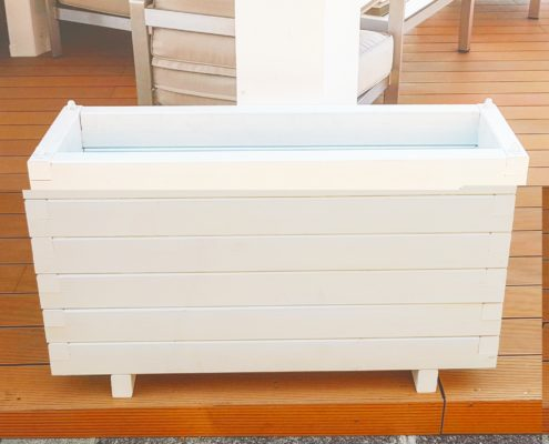 fioriere in legno bianco per veranda moderna