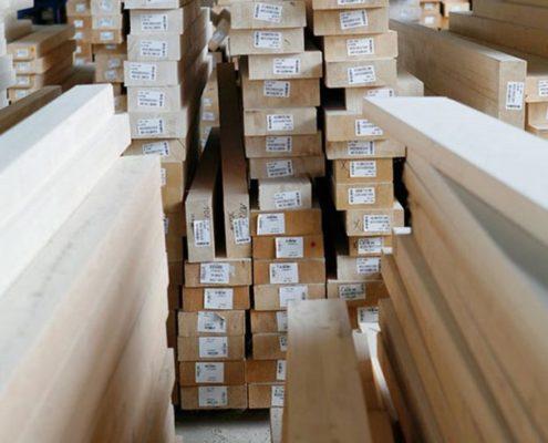 magazzino con legname economico