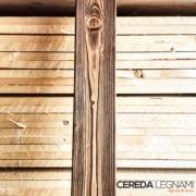 Dettaglio di perline in legno spazzolate e rusticate