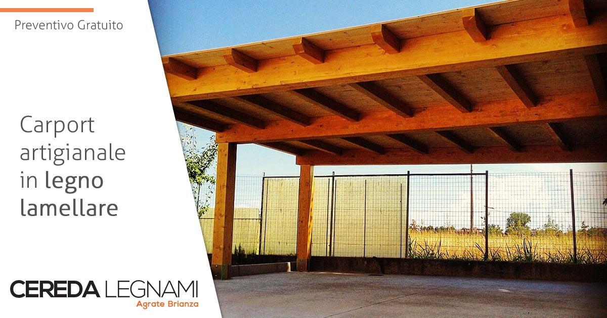 Dettaglio di un carport artigianale in legno lamellare.