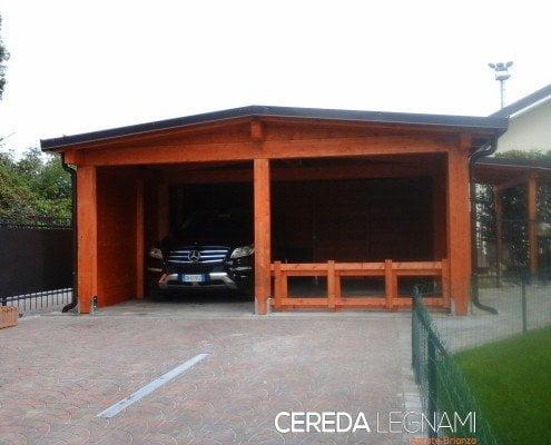 Tettoia in legno per auto a due falde