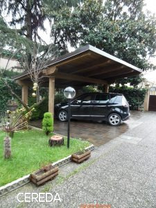 Tettoia in legno per auto per imprese edili e per privati. Posa in opera a Milano, Monza e Brianza, Lecco, Como, Varese, Lodi e Pavia.