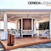 Gazebo in legno bianco per terrazzo.