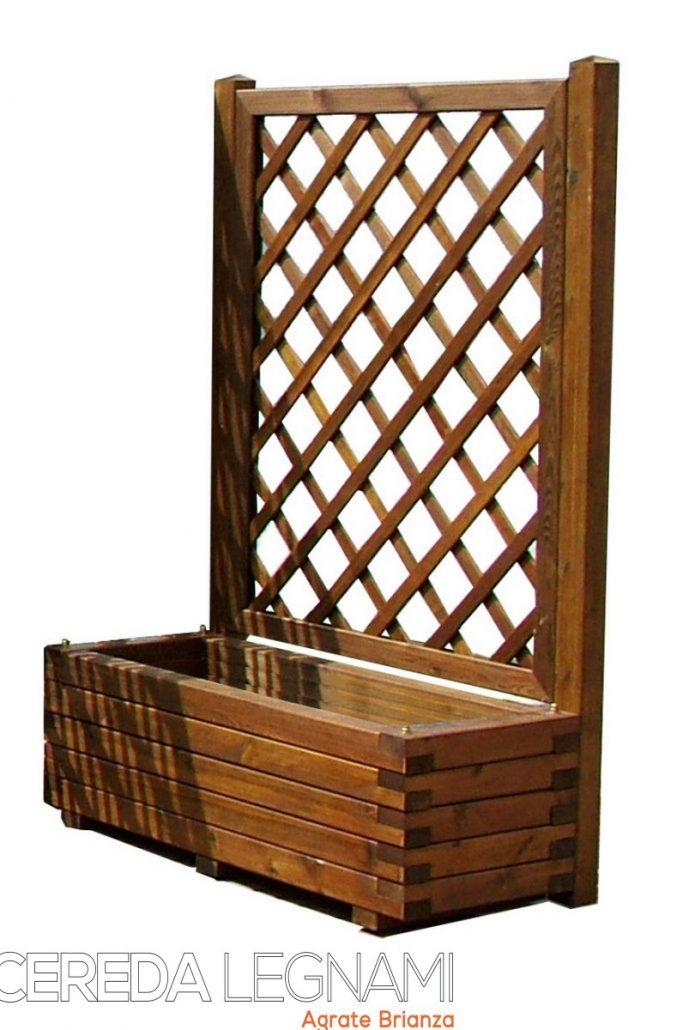 fioriere e vasi in legno con grigliati di legno per esterno