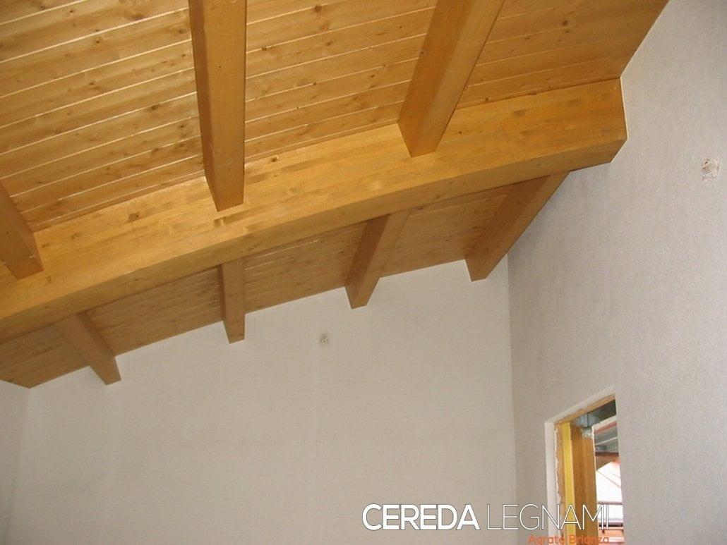 Soffitto con perline in legno